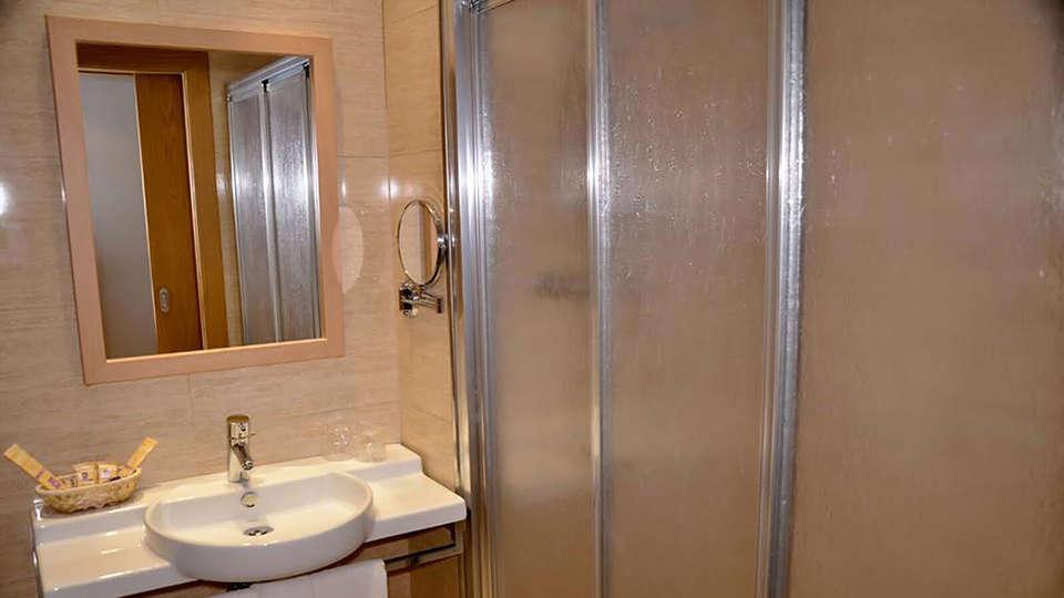 Hotel TCH Murcia - EDIT_bathroom23.jpg