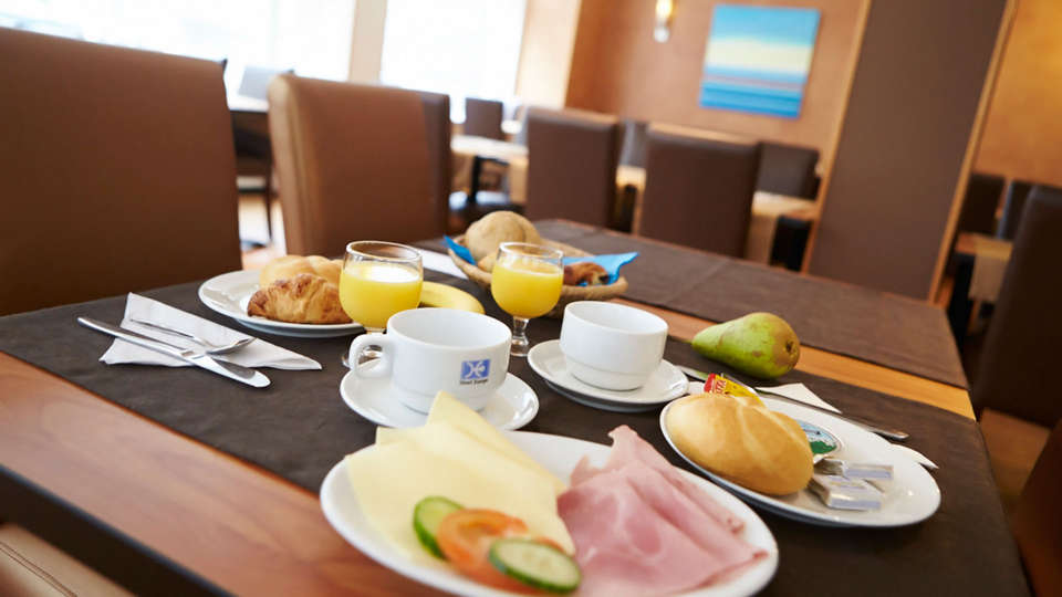 Hotel Europe - EDIT_breakfast.jpg