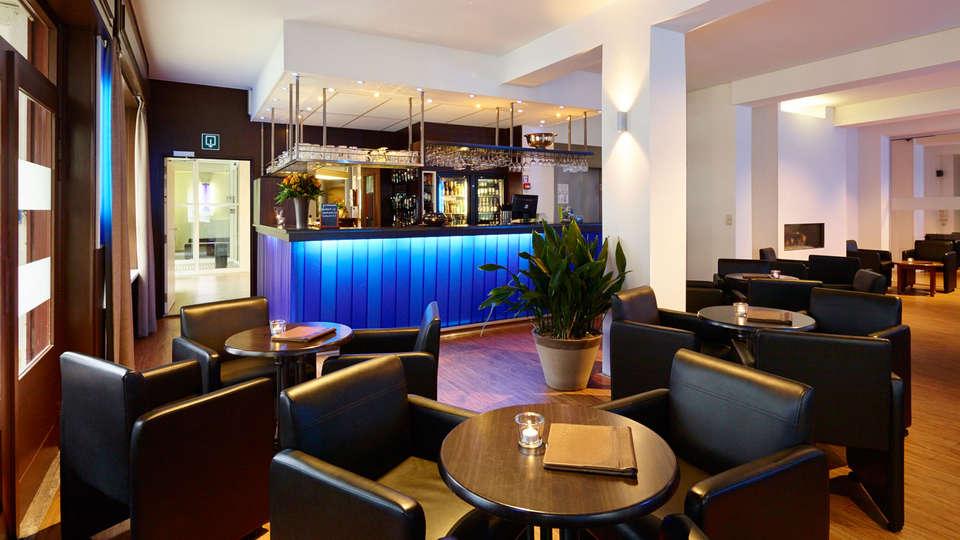 Hotel Europe - EDIT_bar.jpg