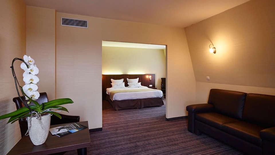 Hotel Europe - EDIT_room5.jpg