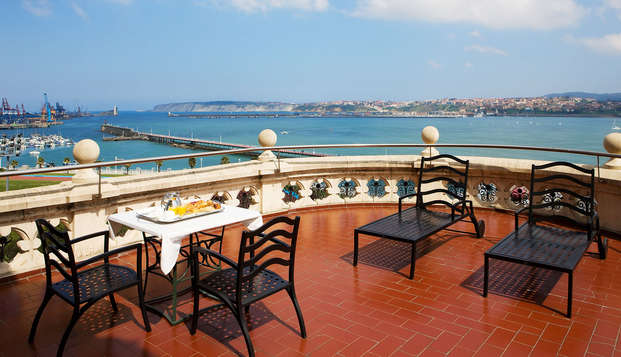Escapada romántica con tapa y copa de bienvenida en un palacio frente al mar de Santurtzi