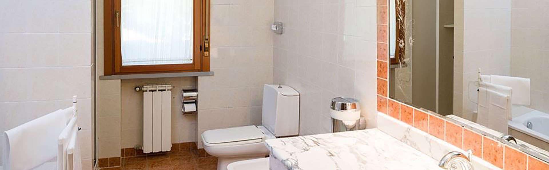 Hotel Ristorante Milano - EDIT_bath.jpg