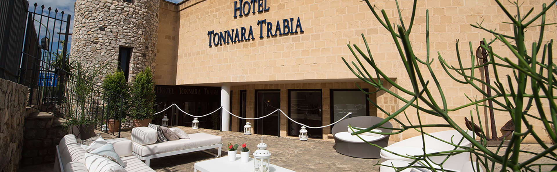 Hotel Tonnara - edit_facade_terras.jpg