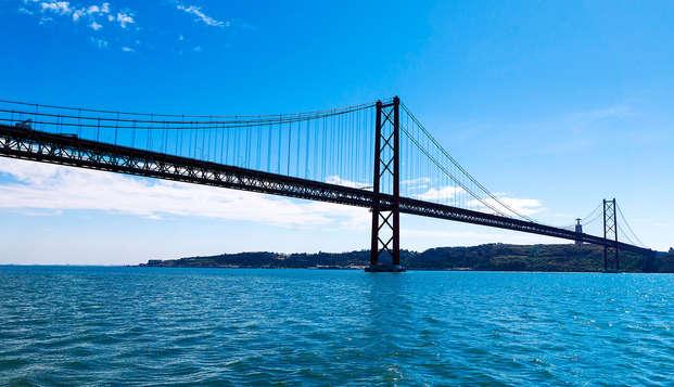 Escapada Romántica con Paseo en Lancha por el río Tajo en Lisboa
