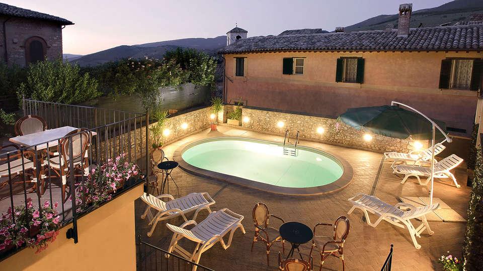 Hotel Antica Dimora alla Rocca - EDIT_Hotel---Piscina.jpg