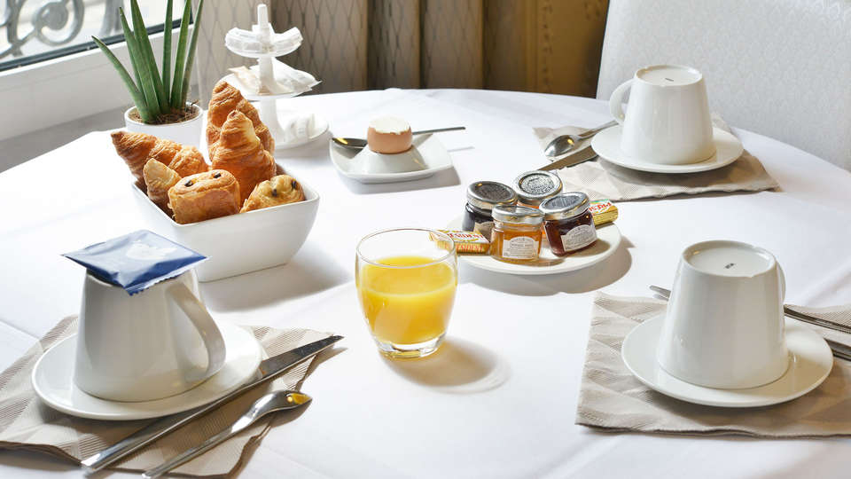 L'Atrium Hotel - EDIT_breakfast.jpg