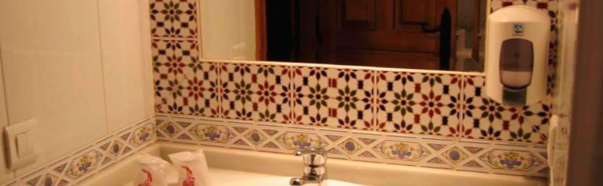 CTR Lajafriz - EDIT_bathroom.jpg