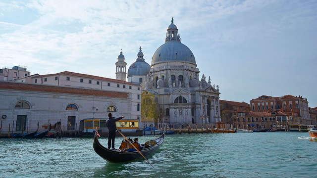 Alla scoperta di Venezia: soggiorno romantico a pochi minuti dalla città con tour in gondola