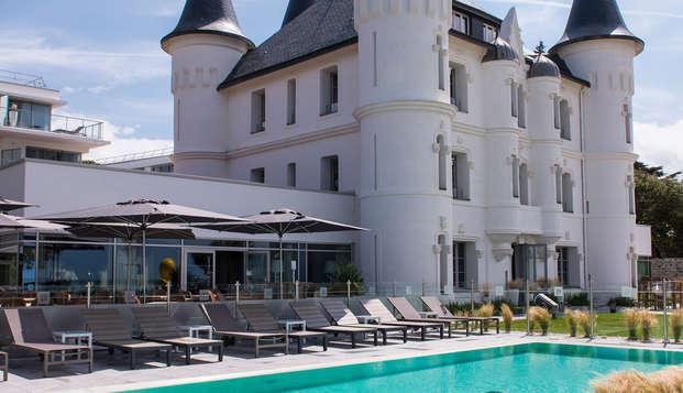 Chateau des Tourelles Hotel Thalasso Spa Baie de La Baule - pool exterior