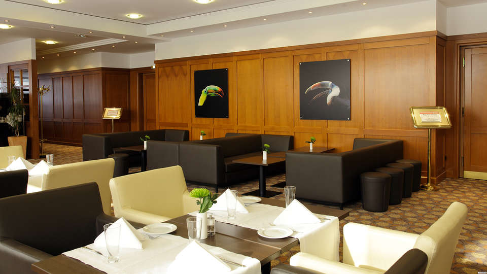 H4 Hotel Frankfurt Messe - EDIT_lobby.jpg