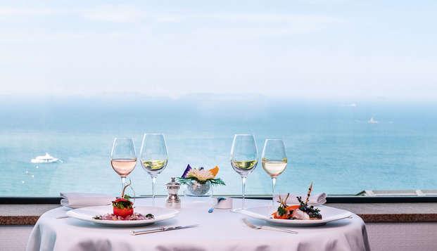 Escapade détente avec dîner dans un hôtel 5* à Perros-Guirec, accès spa Nuxe inclus.