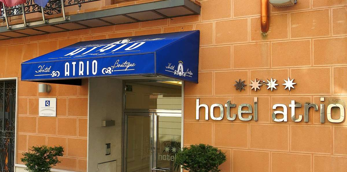 Hotel Boutique Atrio - hotel_Atrio_valladolid_fachada_toldo_2_halcon__002_.jpg