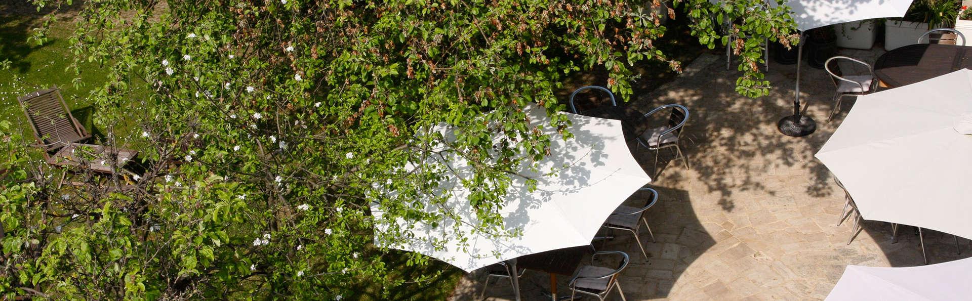 Hôtel des Thermes Et du Casino - EDIT_terrace.jpg