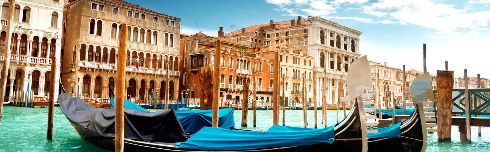 Découvrez Venise avec une balade romantique en gondole ! (à partir de 2 nuits)