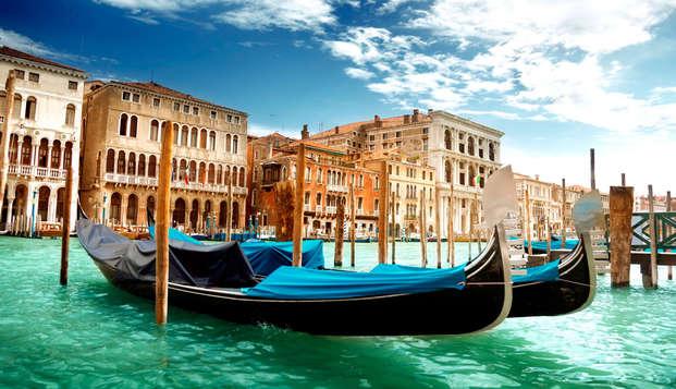¡Descubre Venecia con un romántico paseo en góndola! (desde 2 noches)