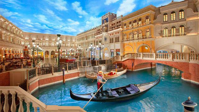 A due passi da Venezia con tour in gondola