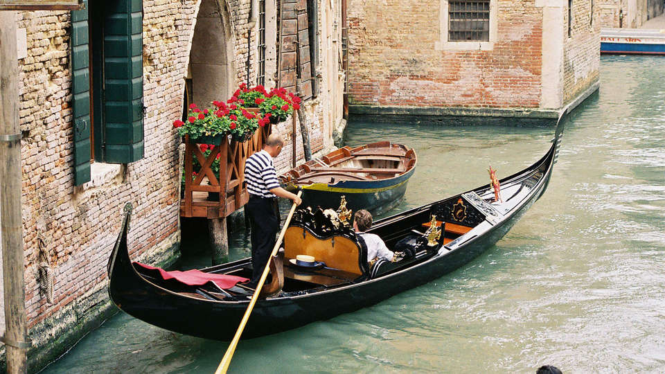 Hotel Ca' Tron - EDIT_Canal-Veneto-Italy.jpg