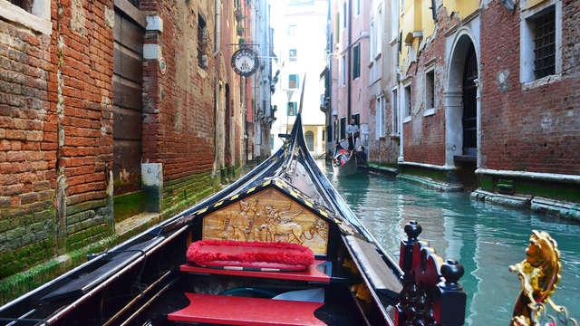Romantiek in een 4 * superieur in Lido: tour in de typisch Venetiaanse gondel