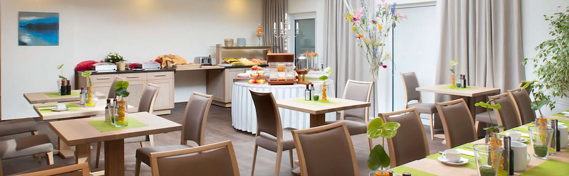 Central Hotel Ringhotel Rüdesheim - EDIT_breakfast.jpg