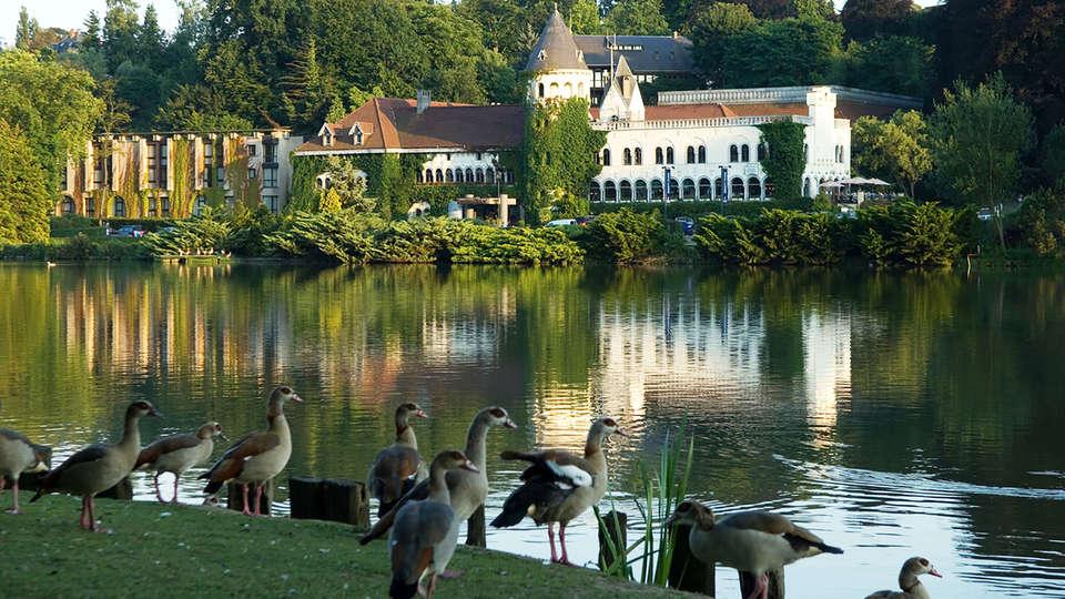 Martin's Château du Lac - EDIT_garden.jpg