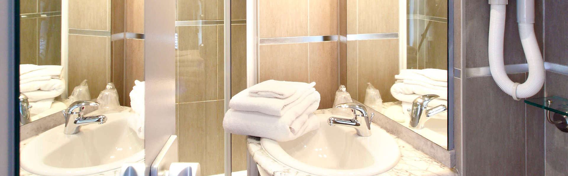 Hôtel Château Corneille - EDIT_bathroom222.jpg