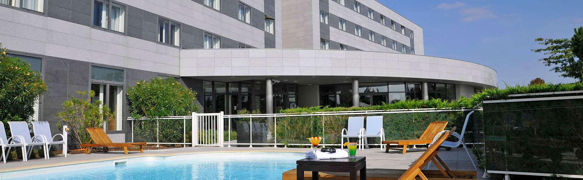 Quality Suites Bordeaux Aéroport & Spa - EDIT_pool4.jpg