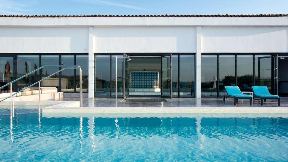 Relais Thalasso Ile de Ré - Hôtel Atalante - edit_piscine-ext.jpg