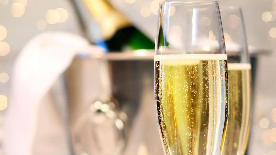 BEST WESTERN PLUS Hôtel Isidore - EDIT_champagne.jpg