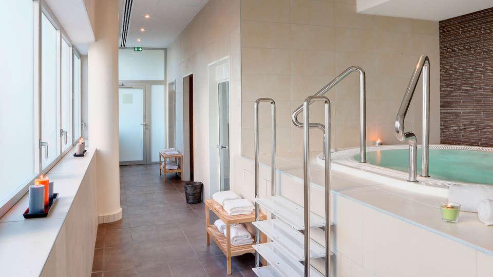 BEST WESTERN PLUS Hôtel Isidore - EDIT_jacuzzi.jpg