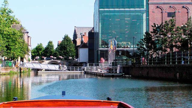 Geniet van comfort en bewonder Mechelen vanuit een bootje