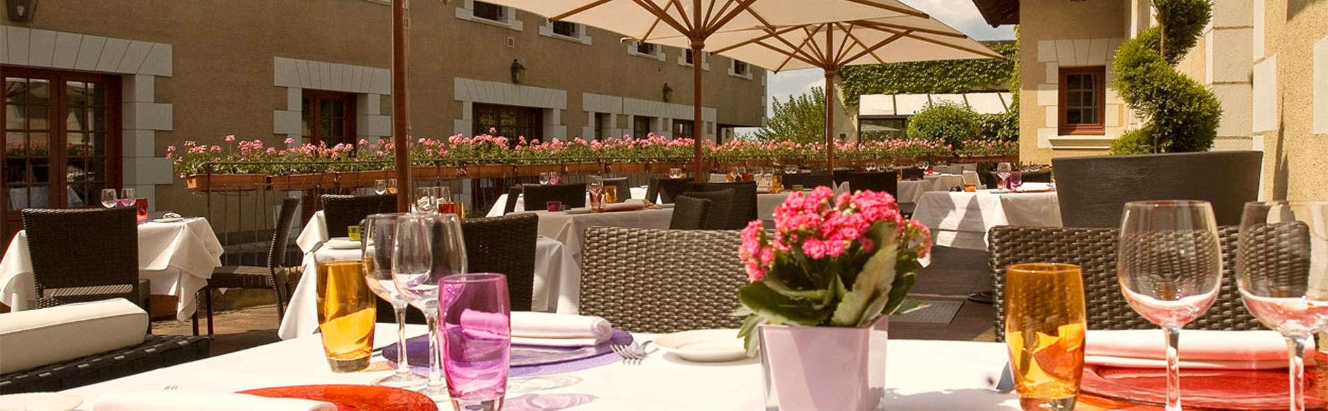 Hostellerie La Croix Blanche - EDIT_terrace.jpg