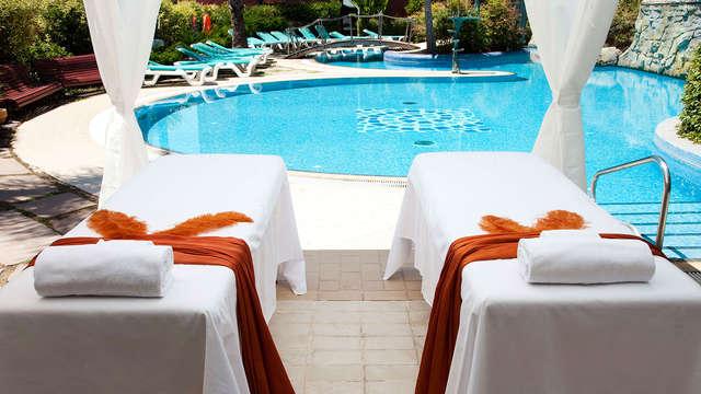 1 acceso a la piscina exterior para 2 adultos