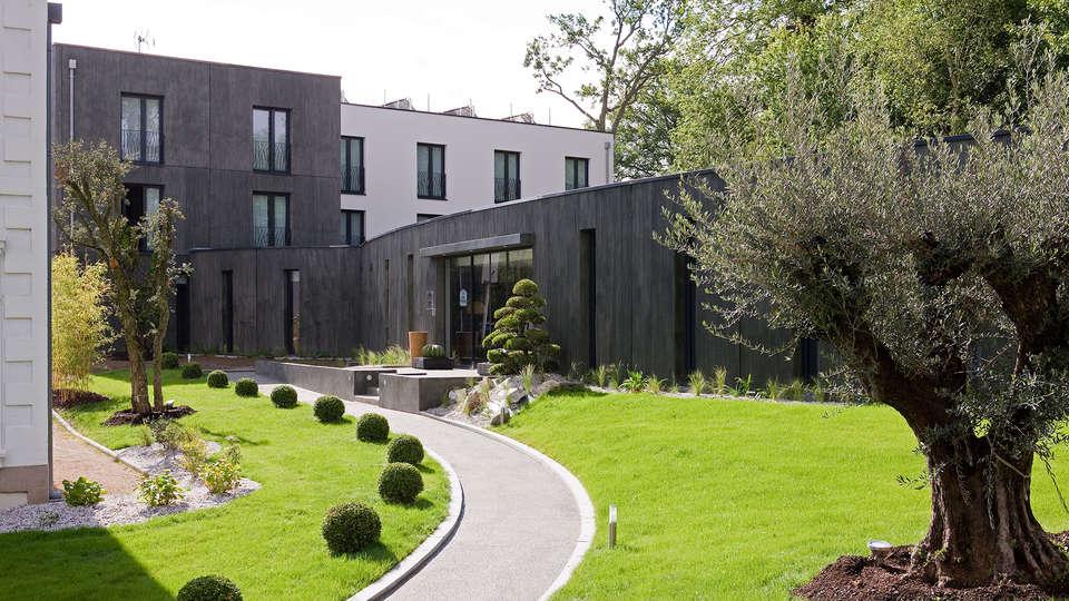 Best Western Plus Hôtel de la Regate - EDIT_garden3.jpg