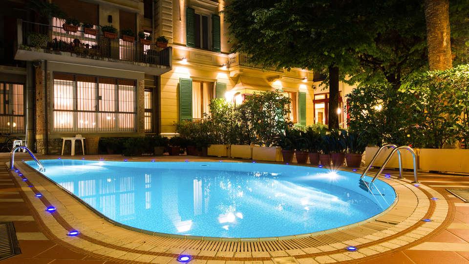 Hotel Reale - edit_pool.jpg