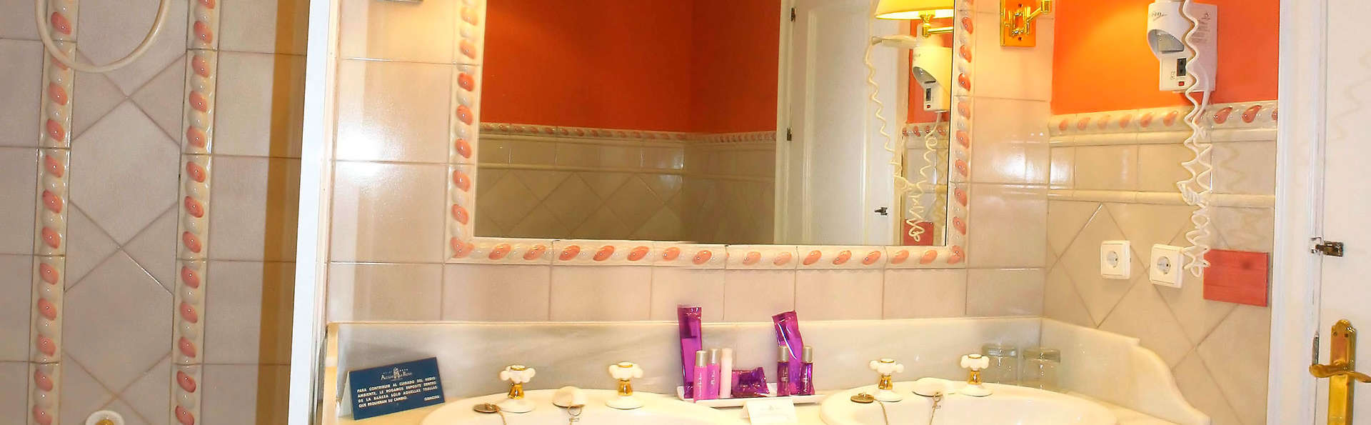 Hotel Alcázar de la Reina - EDIT_bathroom553.jpg