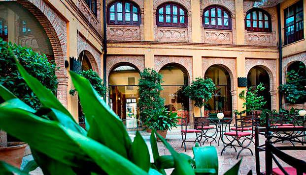 Descanso total en Carmona, con masaje y tapeo en un hotel estilo múdejar