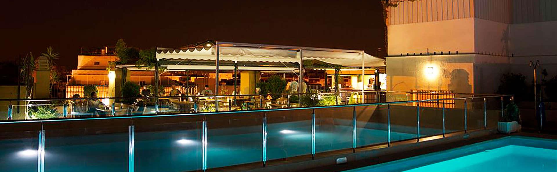 Offre à Séville avec visite guidée en français, mojito, accès à la piscine et vue sur le ville