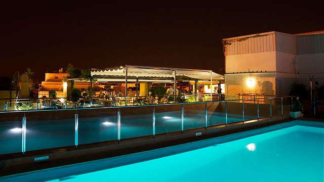 Oferta en pleno centro de Sevilla con tour guiado, mojito y acceso a la piscina con vistas