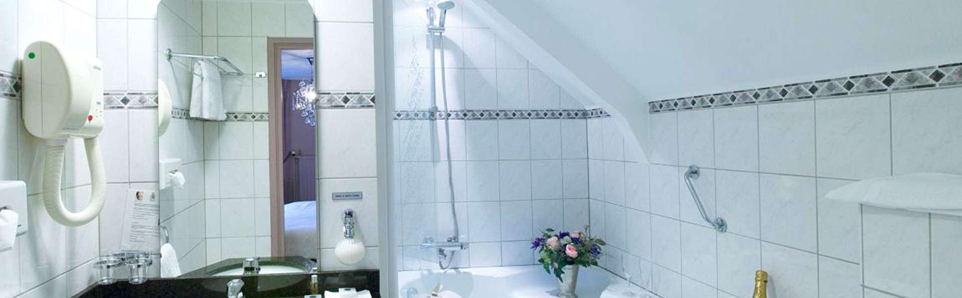Hotel 't Paviljoen - EDIT_bathroom.jpg