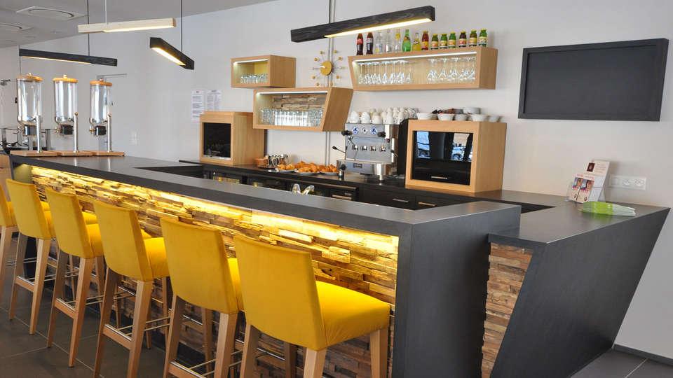 The Originals Boutique, Hôtel Vannes Ouest (Qualys-Hotel) - EDIT_bar1.jpg