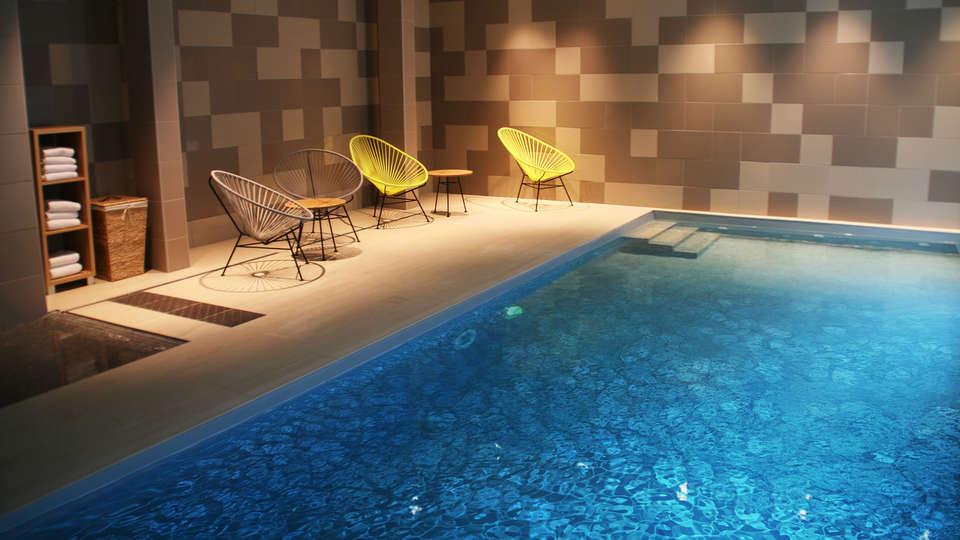 The Originals Boutique, Hôtel Vannes Ouest (Qualys-Hotel) - EDIT_pool.jpg