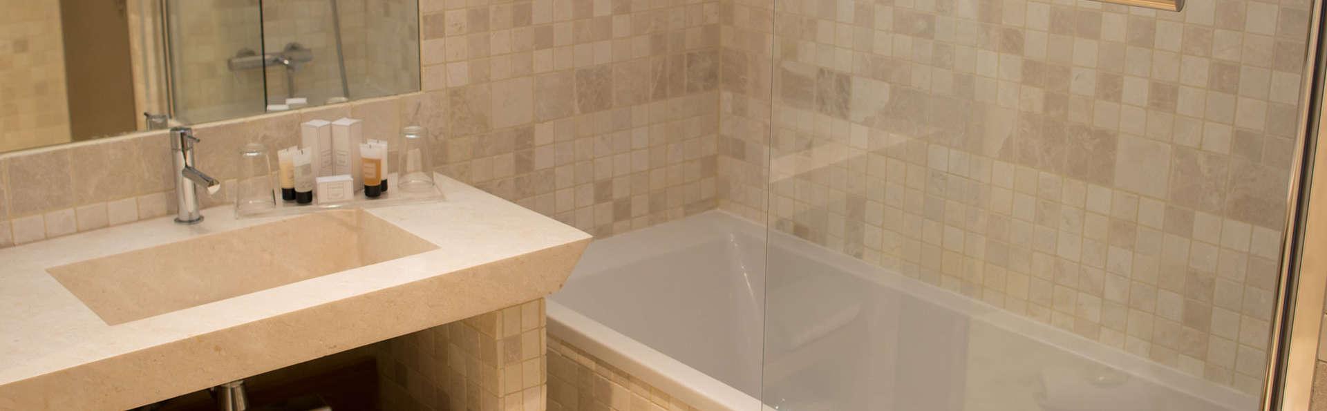 Le Frégate Provence - EDIT_bathroom.jpg