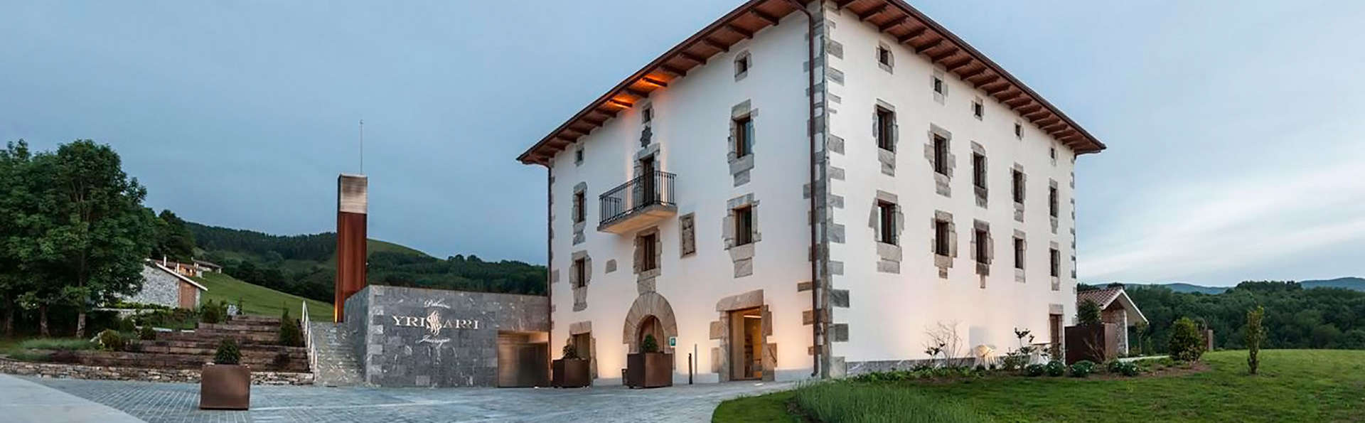 Palacio de Yrisarri by IrriSarri Land - EDIT_front211.jpg
