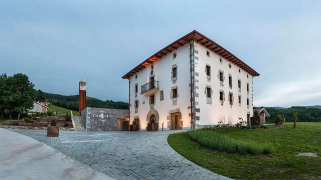 Palacio de Yrisarri by IrriSarri Land