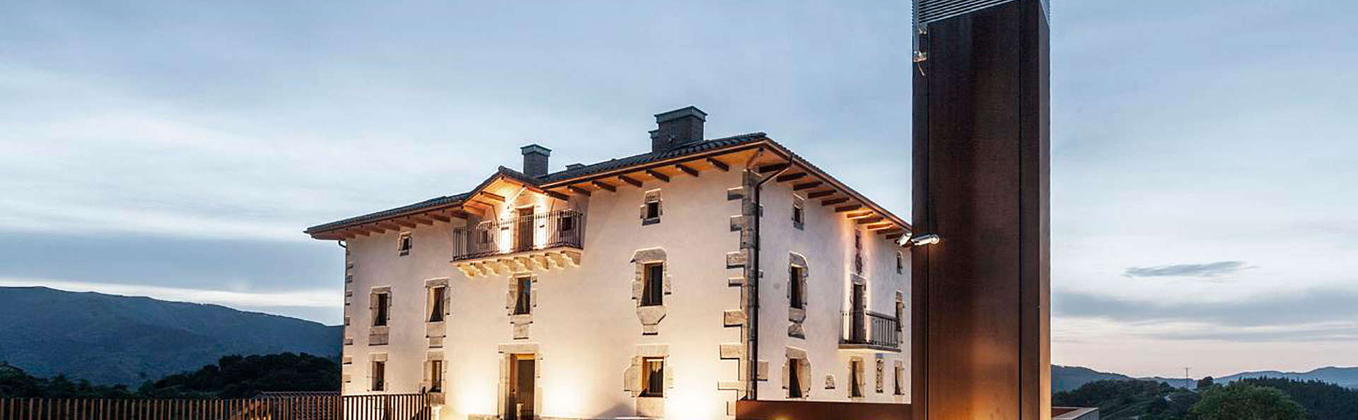 Palacio de Yrisarri by IrriSarri Land - EDIT_front219.jpg