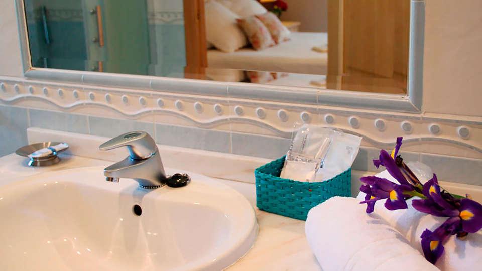 Hotel Rural Villa Mencía - EDIT_bath.jpg