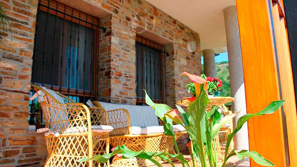 Hotel Rural Villa Mencía - EDIT_terrace.jpg