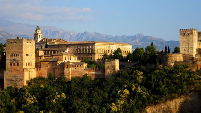Descubre el encanto de Granada con visita guiada y descansa en un 4* ubicado en el centro
