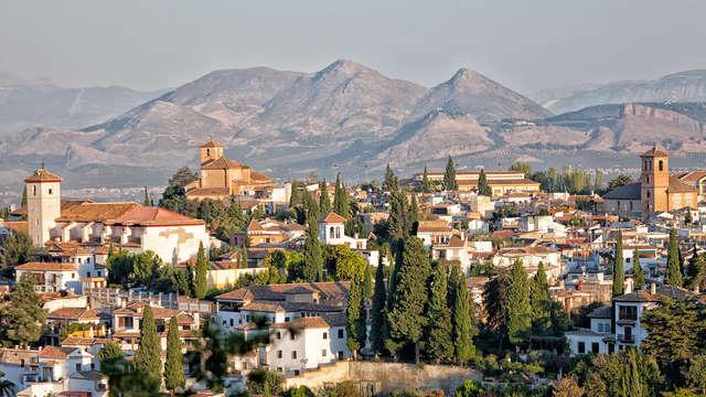 Mil y una noches en la milenaria Granada con visita guiada incluida