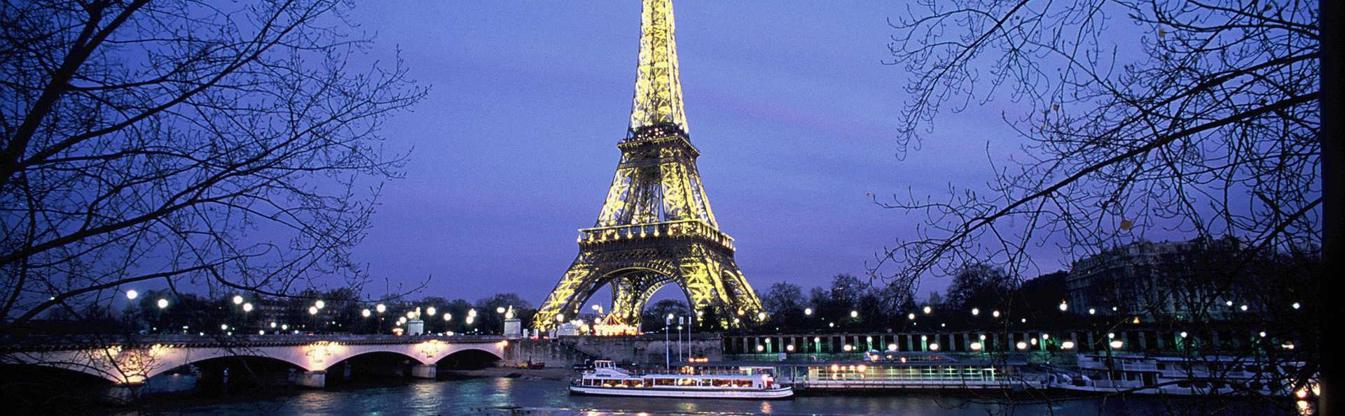 Partez en amoureux à la découverte de Paris en bateau !